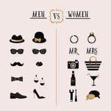 Uomini neri e dorati dei pantaloni a vita bassa contro gli accessori delle donne e le icone di progettazione Fotografie Stock
