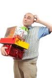 Uomini premurosi con i regali di natale sopra bianco Fotografia Stock Libera da Diritti