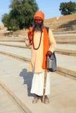 Uomini santi di Sadhu con il fronte dipinto tradizionale in India Fotografia Stock