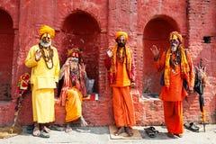 Uomini santi di Sadhu in tempio di Pashupatinath a Kathmandu, Nepal fotografia stock libera da diritti