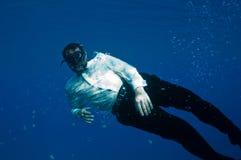 Uomini subacquei bizzarri fotografia stock libera da diritti