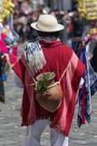 Uomo in abbigliamento tradizionale nell'Ecuador Immagini Stock