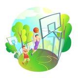 Uomo in abiti sportivi che giocano pallacanestro sul campo da giuoco all'aperto Immagine Stock Libera da Diritti
