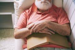 Uomo addormentato immagini stock