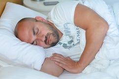 Uomo addormentato Fotografie Stock Libere da Diritti