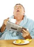 Uomo addormentato alla prima colazione Fotografie Stock Libere da Diritti