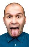 Uomo adulto che attacca linguetta fuori Immagini Stock Libere da Diritti