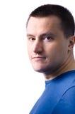 Uomo adulto che si leva in piedi con uno smirk Fotografie Stock