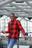 Uomo africano felice alla stazione ferroviaria Immagine Stock Libera da Diritti