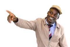 Uomo africano sorridente dei giovani che indica con il dito all'angolo Fotografia Stock Libera da Diritti