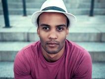 Uomo afroamericano in città Fotografie Stock