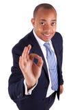 Uomo afroamericano di affari che fa gesto giusto con il a mano fotografie stock libere da diritti