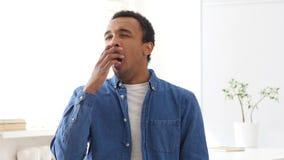 Uomo afroamericano di sbadiglio, ritratto Immagine Stock Libera da Diritti