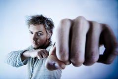 Uomo aggressivo Fotografie Stock Libere da Diritti