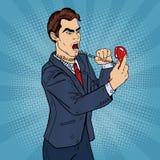 Uomo aggressivo arrabbiato di affari che grida in telefono Pop art royalty illustrazione gratis