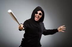 Uomo aggressivo con il pipistrello basebal fotografie stock libere da diritti