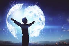 Uomo al fondo del globo Immagini Stock