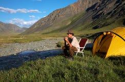 Uomo all'accampamento Fotografia Stock Libera da Diritti