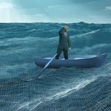 Uomo alla deriva in barca minuscola Fotografie Stock