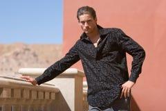 Uomo alla moda bello immagine stock libera da diritti