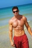 Uomo alla spiaggia Fotografia Stock Libera da Diritti