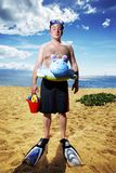 Uomo alla spiaggia tropicale Fotografia Stock Libera da Diritti