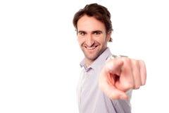 Uomo allegro che indica verso la macchina fotografica Fotografia Stock