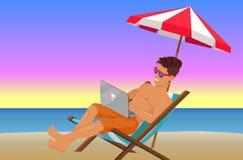 Uomo allegro con il computer portatile sulla bella spiaggia di sera illustrazione vettoriale