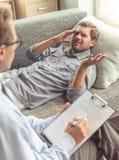 Uomo allo psicoterapeuta Immagine Stock Libera da Diritti