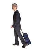 Uomo ambulante con il carrello Immagini Stock