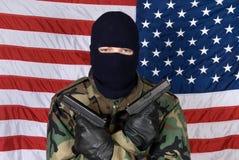 Uomo americano con le pistole immagini stock