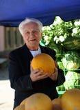 Uomo anziano al mercato Fotografia Stock Libera da Diritti