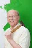 Uomo anziano capace che fa i rinnovamenti domestici Fotografia Stock Libera da Diritti