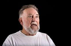 Uomo anziano che canta immagine stock