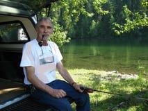 Uomo anziano che fuma un tubo Fotografia Stock Libera da Diritti