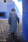 Uomo anziano che indossa Jalaba, Chefchaouen, Marocco Fotografia Stock Libera da Diritti