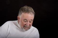 Uomo anziano che osserva giù spaventato Fotografie Stock Libere da Diritti