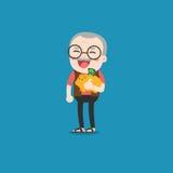 Uomo anziano con il porcellino salvadanaio dorato Immagine Stock