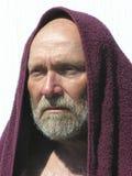 Uomo anziano con il tovagliolo marrone rossiccio 01 Fotografia Stock