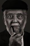 Uomo anziano con il tubo Immagini Stock Libere da Diritti