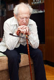 Uomo anziano con la canna Fotografie Stock