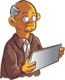 Uomo anziano del fumetto che per mezzo di una compressa Fotografia Stock