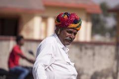 Uomo anziano di Rajasthani da Mela, India fotografia stock
