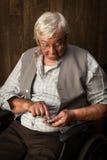 Uomo anziano e orologio da tasca Fotografia Stock