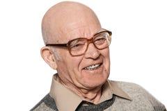 Uomo anziano felice isolato su priorità bassa bianca. immagine stock libera da diritti