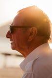 Uomo anziano nel tramonto Fotografia Stock Libera da Diritti