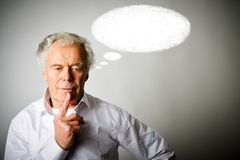 Uomo anziano nella bolla bianca e bianca fotografie stock
