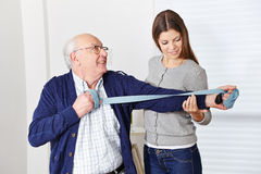 Uomo anziano a riabilitazione Fotografia Stock Libera da Diritti