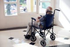 uomo anziano solo immagine stock