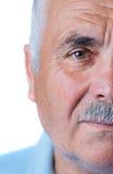 Uomo anziano solo con capelli ed i baffi grigi Fotografie Stock